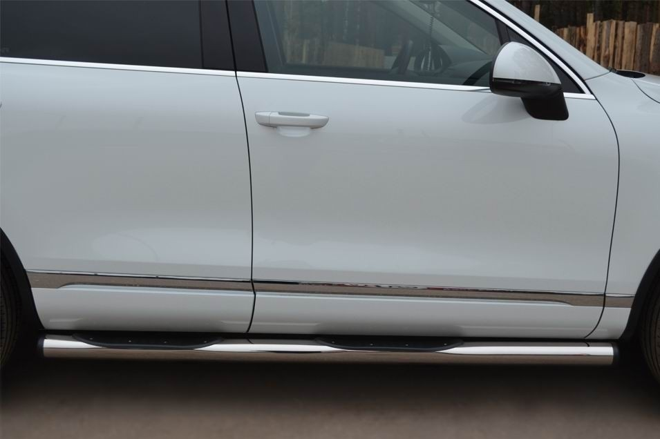 Руссталь VTT-0007022 пороги труба d76 с накладками (с заглушками на торцах) на Volkswagen Touareg 2010-2013